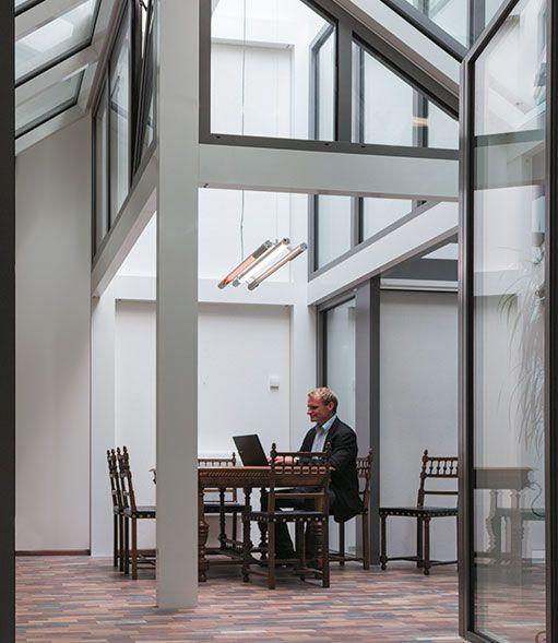 edificio de vidrio-terraza